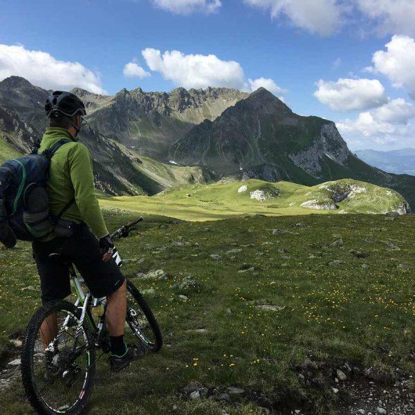 alpes suizos en bici de montaña viajes en bicicleta por europa